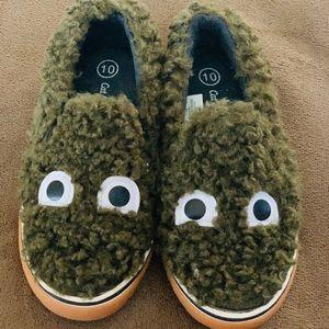Olive green fur flat form shoes